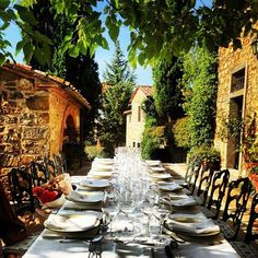 Nika Belotserkovskaya's garden.  This is the kind of dining I dream of.