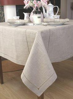 Serweta lniana z szarego lnu z ręczną mereżką. Serweta to duży kwadrat 160x160 na okrągły lub kwadratowy stół.