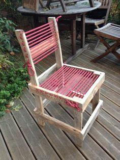 chaise en bois de palette et corde d'escalade