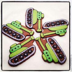 Купить пряник на 23 февраля Танк - расписные пряники, имбирное печенье, самолет, подарок мужчине