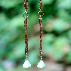 Turn plain copper wirea into a gorgeous pair of hand stamped earrings in this simple DIY!!