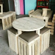 Buat kalian yang bigung nyari workshop kayu buat Bikin kursi custom design sesuai keinginan  sofa atau yang lain buat di rumah di cafe atau taman kalian pesen aja ke kita.. lokasinya di koMperta kebun bunga jl kutai 211 melawai balikpapan selatan.. harga menyesuaikan keButuhan.. langsung huBungi aja ke 081357278510 atau langsung dateng aja kesini ke workshop kami.. #workshopbpp #balikpapanku #balikpapan #baLikpapancity #anakmudabalikpapan #balikpapankita #infobaliKpapan #instabpn #woodwork…