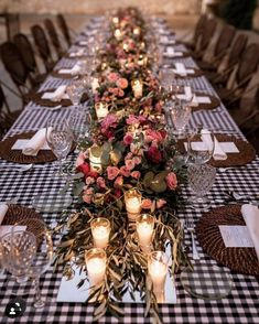 Nos encantan las mesas así. Con nuestros manteles vichy. Y sillas 🪑 de rattan y mimbre Emmanuel. Con @quilicua_catering 🍽 en @fincalasmargas 🏡 Y envuelto por esta iluminación tannnn.... 😌 relajante 🕯 ✨ Table Manners, Rattan, Wedding Colors, Wedding Ideas, Catering, Wedding Planner, Table Decorations, Furniture, Home Decor