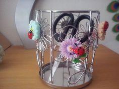 Office Home Restaurant Desk Stationery Cutlery Remote Control Cup Waste Bin Flower Design Ladybug & Flower Resin Cabochon Amulet Talisman Gift