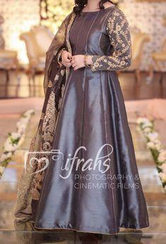 how to make clothes Beautiful Pakistani Dresses, Pakistani Formal Dresses, Pakistani Dress Design, Pakistani Mehndi, Pakistani Fashion Party Wear, Pakistani Wedding Outfits, Indian Fashion Dresses, Bridal Outfits, Fancy Dress Design