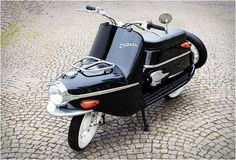 The Cezeta was originally an iconic motor scooter manufactured in the Czech Republic in the 60s, now to mark the company´s revival they have brought to life a new hand-built electric version of the popular scooter. The Cezeta Type 506 keeps its class
