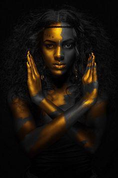 body art: black gold world map (via Awesome Portraits Photos  Community - Google+ 2015-10)