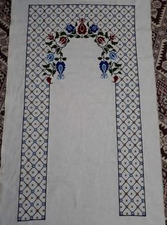 This Pin was discovered by Yas Easy Crochet Patterns, Cross Stitch Patterns, Mantel Azul, Teapot Cover, Prayer Rug, Yarn Shop, Bargello, Cross Stitch Flowers, Vintage Patterns