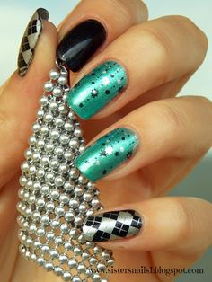 http://www.ladyqueen.com/pentagram-crown-square-stamp-mesh-nail-art-template-image-plate-hehe017.html