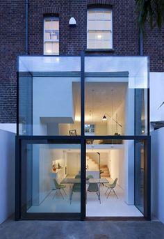 Residential Architecture: Hoxton House by David Mikhail Architects Terraced House, Architecture Résidentielle, Installation Architecture, Architecture Portfolio, Glass Extension, Rear Extension, Brick Extension, Extension Google, Extension Ideas