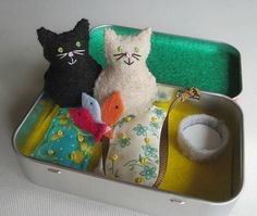 Travel Cats play set in Altoid tin felt plush stuffed animal