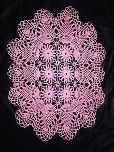 Vintage Crocheted Doily Pineapple Pink Oval Flowers Scalloped Edge 14 x 10