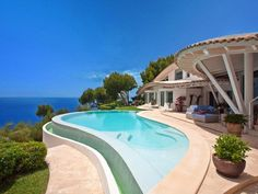 Stunning cliff top pool