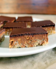 Chocolate Peanut Butter Crispy Bars | Bakerita.com