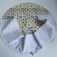 Tuto couture: the reversible round tote bag – Dodynette couture tutorials - Coin Couture, Couture Sewing, Sewing Projects For Beginners, Sewing Tutorials, Anniversary Ideas For Him, Bag Patterns To Sew, Handmade Bags, Fabric, Crafts