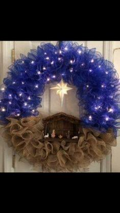 Unique and beautiful Nativity wreath Christmas DIY Christmas Wreaths for Front Door Wreath Crafts, Diy Wreath, Christmas Projects, Holiday Crafts, Wreath Ideas, Christmas Ideas, Wreath Making, Christmas Printables, Deco Mesh Crafts