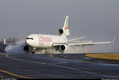 Ethiopian Airlines Cargo McDonnell Douglas MD-11F ET-AND creating a cloud of spray while turning off 23L upon arrival at Liége-Bierset, January 2010. (Photo: Rainer Bexten)