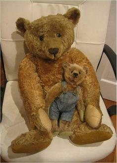 Even an old bear needs a bear. Old Teddy Bears, Antique Teddy Bears, Steiff Teddy Bear, Teddy Bear Toys, Ted Bear, Love Bear, Bear Doll, Bear Patterns, Doll Patterns