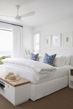 Home Interior Classic 35 Beautiful White Master Bedroom Decorating Ideas - Your bedroom is not just another room in your hose. It is a sanctuary where you rest, unwind and relax. The dcor of your bedroom should match the pur. Home Interior, Interior Design, Interior Paint, Interior Colors, Interior Livingroom, Interior Modern, Design Seeds, Suites, Dream Bedroom