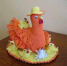 Glorinha Belas Artes: Toalha com galinhagalinhas Chickens Towel Crochet Kitchen, Crochet Home, Knit Crochet, Christmas Crochet Patterns, Holiday Crochet, Crochet Chicken, Crochet Decoration, Easter Projects, Crochet Videos