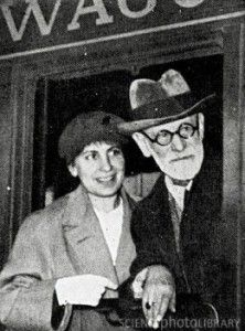Anna Freud con il padre/leaving to be safe