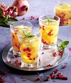 Unser beliebtes Rezept für Weihnachtlicher Cocktail mit Granatapfel und Orangensaft und mehr als 55.000 weitere kostenlose Rezepte auf LECKER.de.
