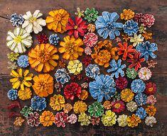 Поделка из шишек Цветы