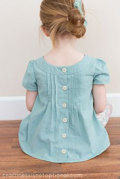 craftiness is not optional: KCWC: family reunion top and go to leggings Frocks For Girls, Little Girl Outfits, Toddler Girl Dresses, Kids Outfits, Little Girl Clothing, Girls Frock Design, Baby Dress Design, Baby Frocks Designs, Kids Frocks Design