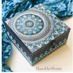Handpainted in point to point technic. Painted Wooden Boxes, Painted Jewelry Boxes, Funky Painted Furniture, Dot Art Painting, Mandala Painting, Stone Painting, Decoupage Box, Decoupage Vintage, Mandala Dots