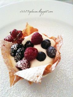 World Milla: Baskets of phyllo dough with mascarpone cream and berries No Cook Desserts, Mini Desserts, Sweet Desserts, Fruit Recipes, Sweet Recipes, Dessert Recipes, Cooking Recipes, Dessert Pasta, Italian Food Restaurant