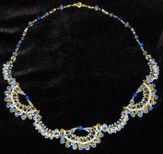 Колье с использованием лазурита, кристаллов Сваровски, натурального жемчуга.