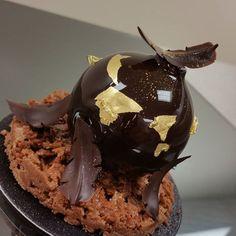 La boule noir.all dark chocolate. #dessertmasters #divydieos #modaecustomizacao…                                                                                                                                                     More