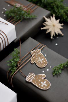 Korkanhänger basteln mit Kork Geschenkanhänger Weihnachtsschmuck Winter DIY Anleitung Lebkuchen Gifttags