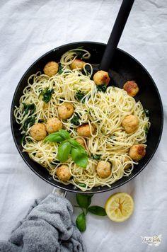 špagety s kuřecími kuličkami Japchae, Paella, Ramen, Chicken, Meat, Ethnic Recipes, Blog, Blogging, Cubs