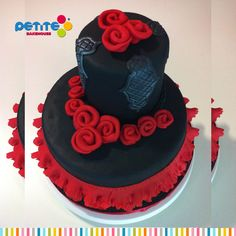 2-tiers fondant decorated cakes