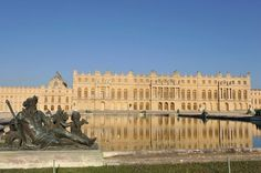 Palace of Versailles Chateau Versailles, Palace Of Versailles, Monuments, Assurance Vie, Palace Garden, Chapelle, Paris, City Lights, Great Photos