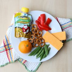 Easy snack plate lunches for little ones (a great way to make sure they get a balanced meal!)