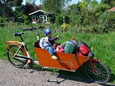 Kids and other stuff in a specialized bike via WorkCycles: transport bikes, cargo trikes & Dutch bikes.