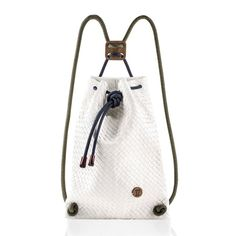 Material: Woven Artifcial leather              wood              acrylic rope3 poket insideSize: 32 cm x 42 cmHandmade in Italy