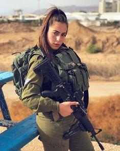 IDF Girl Idf Women, Military Women, Combat Training, Brave Women, Military Girl, Female Soldier, Girls Uniforms, Armed Forces, Thing 1