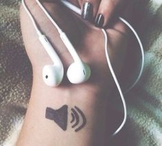 Ideas For Music Headphones Aesthetic - Musik Tumblr Photography, Girl Photography Poses, Photography Music, Rauch Fotografie, Sharpie Tattoos, Ft Tumblr, Wow Photo, Laura Marano, Music Headphones