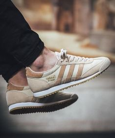 Zapatillas Adidas Dragon OG Vintage Beige. Adidas Originals BB1263.  https://www.zake.es/zapatillas-moda/zapatillas-dragon-vintage-beige-adidas-original-11063.html