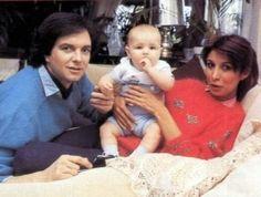 Camilo Sesto con su hijo Camilo y Lourdes Ornellas (madre de su hijo)