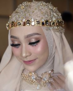 Bridal Hijab, Hijab Bride, Girl Hijab, Muslimah Wedding Dress, Pakistani Wedding Dresses, Wedding Hijab Styles, Simple Wedding Makeup, Bride Photography, Bride Makeup