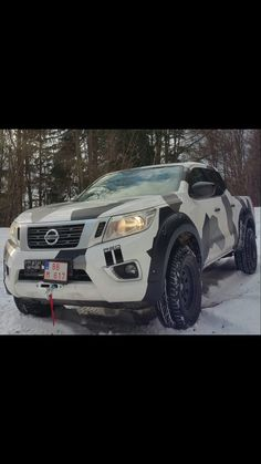 Survival Bracelets: Are they enough to get you out of a jam or just Tactical Jewelry? Toyota Hilux, Toyota Tundra, Toyota Tacoma, Navara Tuning, Nissan Navara D40, Best Off Road Vehicles, Nissan Trucks, Truck Mods, Canopy Design
