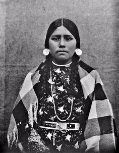 These are beautiful photos ofNative American teenage girls taken from between the late 19th to early 20th centuries.