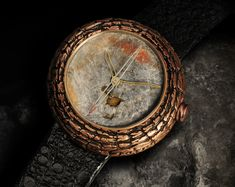 One of the most audacious and avant-garde designers at the Baselworld watch fair is Yvan Arpa from Geneva. Amazing Watches, Cool Watches, Watches For Men, Quirky Fashion, Mens Fashion, Romain Jerome, Watch Photo, Luxury Watches, Wood Watch