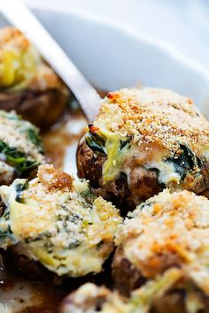 Spinach Artichoke Dip Stuffed Mushrooms (video) | Creme de la Crumb