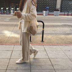 Minimalist Fashion - My Minimalist Living Mode Outfits, Fashion Outfits, Womens Fashion, Jeans Fashion, Fashion Tips, Looks Style, Style Me, Look Fashion, Winter Fashion