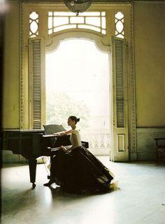 Kate Moss in Havana, by Patrick Demarchelier.